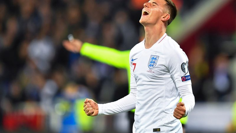 England's tight-knit squad will sort any Premier League rivalry problems quickly, says Mason Mount after Raheem Sterling-Joe Gomez controversy