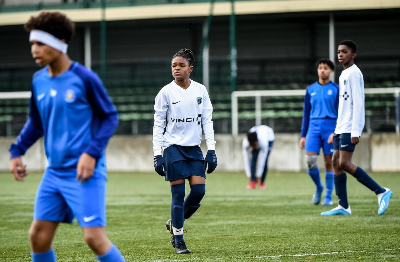 """At 13, this """" extra-terrestrial"""" dribbles boys. Young striker Liana Joseph, who plays with the Paris FC U14 boys, is considered a phenomenon. She has already caught the eye of the major French clubs. : WomensSoccer"""
