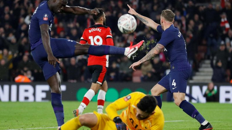 FA Cup fourth round round-up: Tottenham denied by Sofiane Boufal as West Brom heap more misery on West Ham